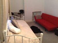 Large studio flat available in a Central location in the centre of Brighton with all bills included