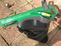 Garden vacuum and leaf shredder