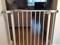 Hauck Baby Gate, standard size easy to fit/remove in excellent condition