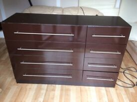 LARGE CHEST OF DRAWERS, MODERN STYLE IN CHOCOLATE COLOUR GLOSS FINISH. LOADS OF STORAGE SPACE.