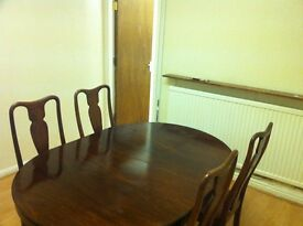 *NO DEPOSIT OPTION* Large room in a quiet and considerate house off Aylestone rd