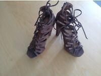 Stunning shoes Ladies heels Size 6
