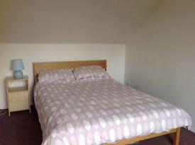 Comfy en suite room close to central line tube. Monday to Friday let