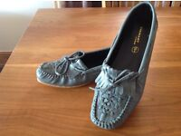 New pair of Coussin d'air Bow-trim Leather Moccasins