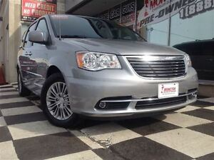2016 Chrysler Town & Country Touring-L Back-up cam/DVD