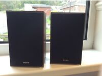 Pair of small Sony speakers