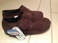 Men's padders slippers. Size 9G. Brand new with tags.