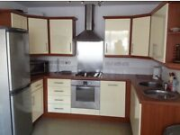 Fantastic 2 bed/2 bath apt, city centre, with parking, no agency fees!