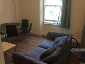 3 bedroom flat in Madeley Road, London, W5 (3 bed) (#1167563)