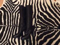 100% auth YSL black leather high knee boots classic heels size 37 1/2