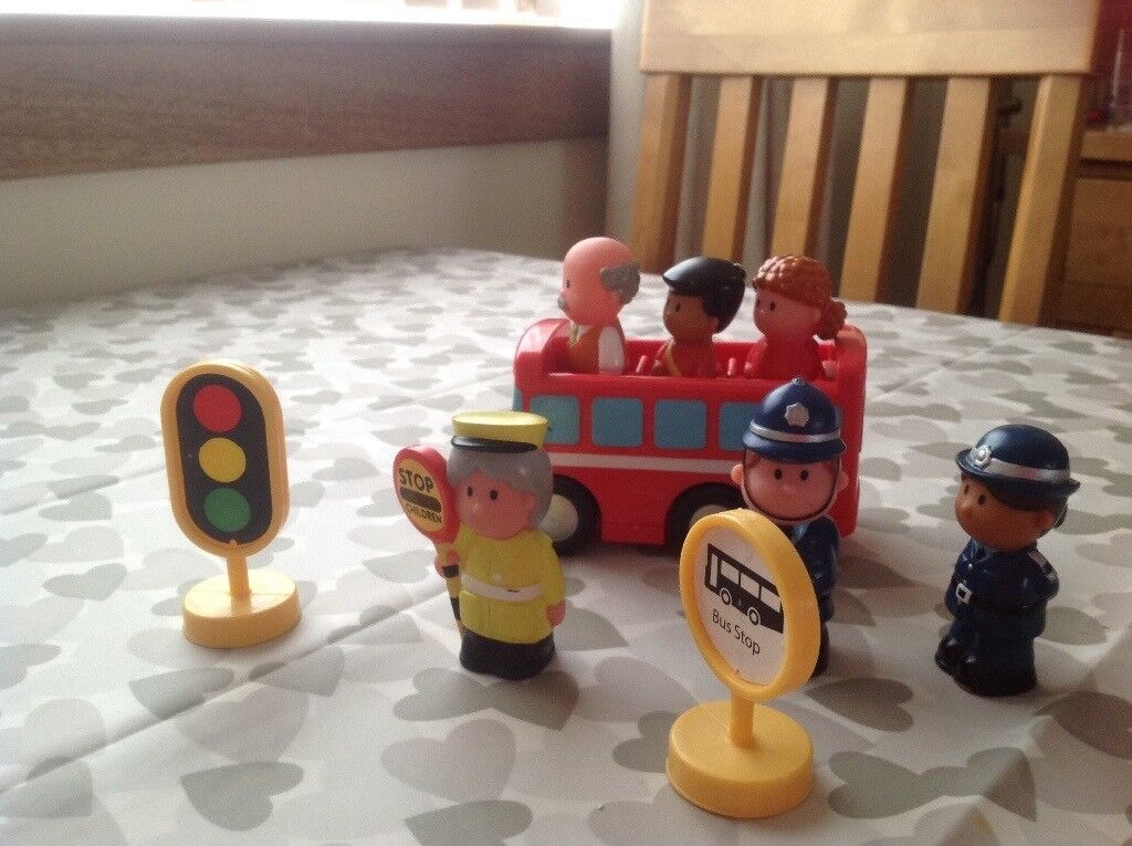 Happyland toy school bus and characters (ELC)