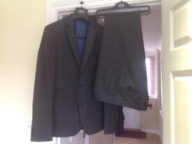 As New Men's M&S Limited Edition Super Slim Suit - Dark Grey Jacket 40' Trousers 30 W 31 L Worn Once