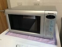 PANASONIC MICROWAVE OVEN: - Very little used in as new clean condition.