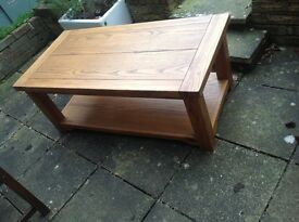 Oak coffee table. Excellent condition. Measures 54cm X 116 cm