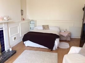 Central 2 bedroom flat on High Street Musselburgh