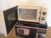 Cream Swan Microwave Oven 800 Watts