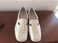 Hotter Rimini Shoes size 6 EXF in Cream & Beige