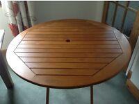 Circular folding wooden table
