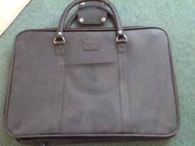 BRAND NEW NEVER USED KALVI TWO HANDLED CASE / BAG