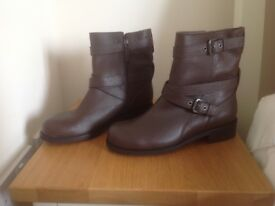 Ladies Leather Boots, size 6