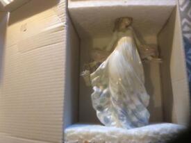 Beautiful Iladro figurine