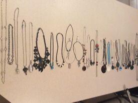 28 Pieces of Ladies Assorted Necklaces/Costume Jewellery £12.00