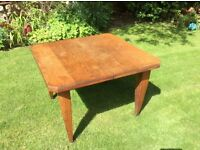 Beautiful oak table with removable leaf