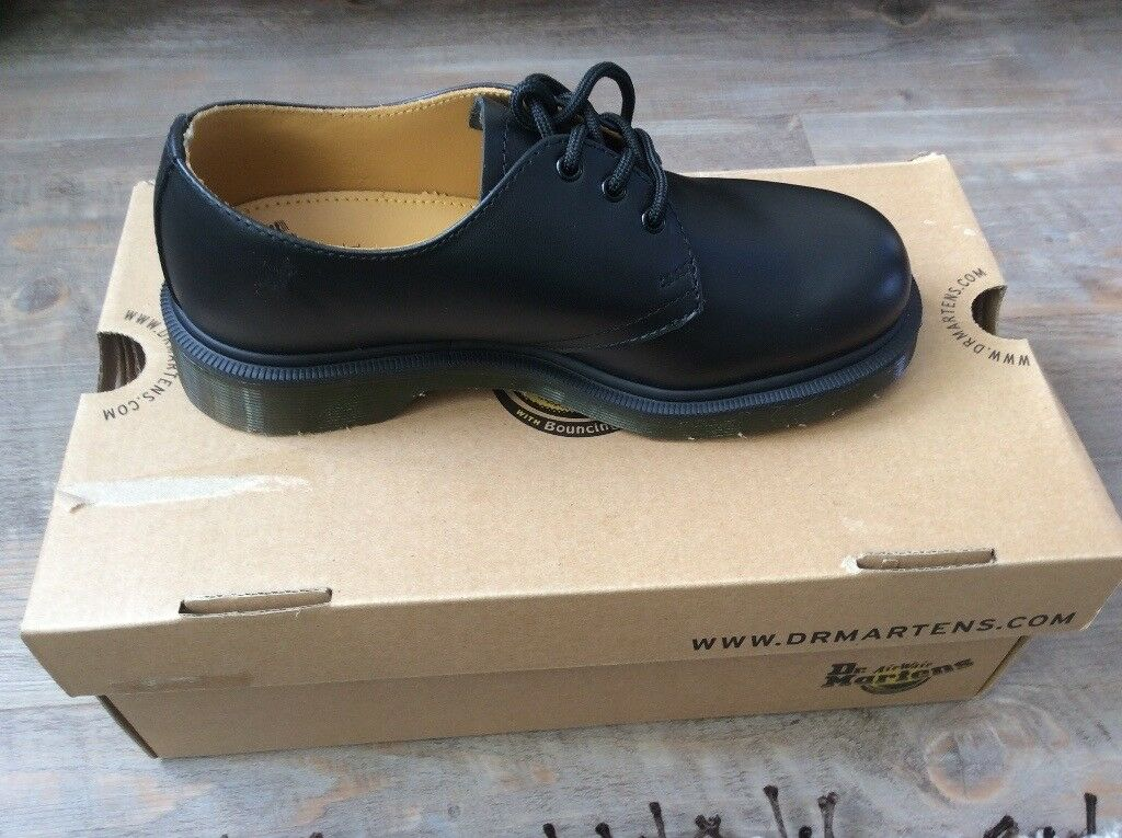 Size 11 men's Dr martins