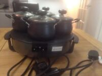 An electric 4 piece table server wit four dishes very good for a dinner party. Never been used