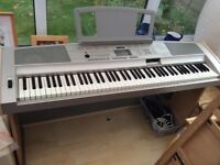Yamaha Portable Grand DGX-500