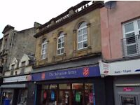 2 bedroom flat on Kilwinning's Main Street. for £425 PCM