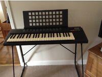 Yamaha PSR 75 Electric Keyboard & Stand