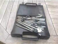 Hard ground pegs & puller in carry box.