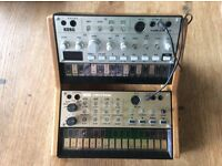 Korg Volca analogue synth bundle - Bass, Keys and oak stand, power supply and splitter