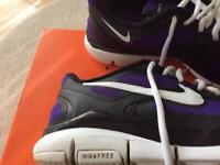 Nike trainers have been worn but still in good condition size uk 7 perfect for all sports.