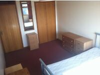 1 Great double bedroom in house available in lovely area, £300 month, all costs included in rent