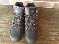 New Hyana size 8 work boots