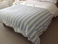 Striped bedthrow