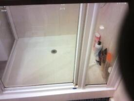Shower cubicle and shower tray