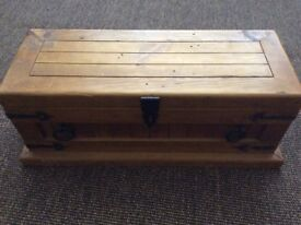 Pine / Solid wood Small Chest