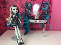 MONSTER HIGH dolls and furniture