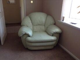 Sofa &2 chairs & puff