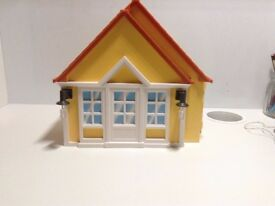 Complete Playmobil Summer Fun Country House (Second hand).