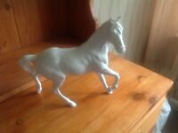 Large white beswick horse spirit of the wind in excellent condition