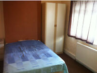 single room available now in aldgate £ 115 week all bills included