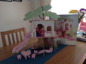 Rosebud tree house