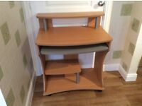 computer desk in very good condition