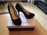 Womans high heels black glittery size 6