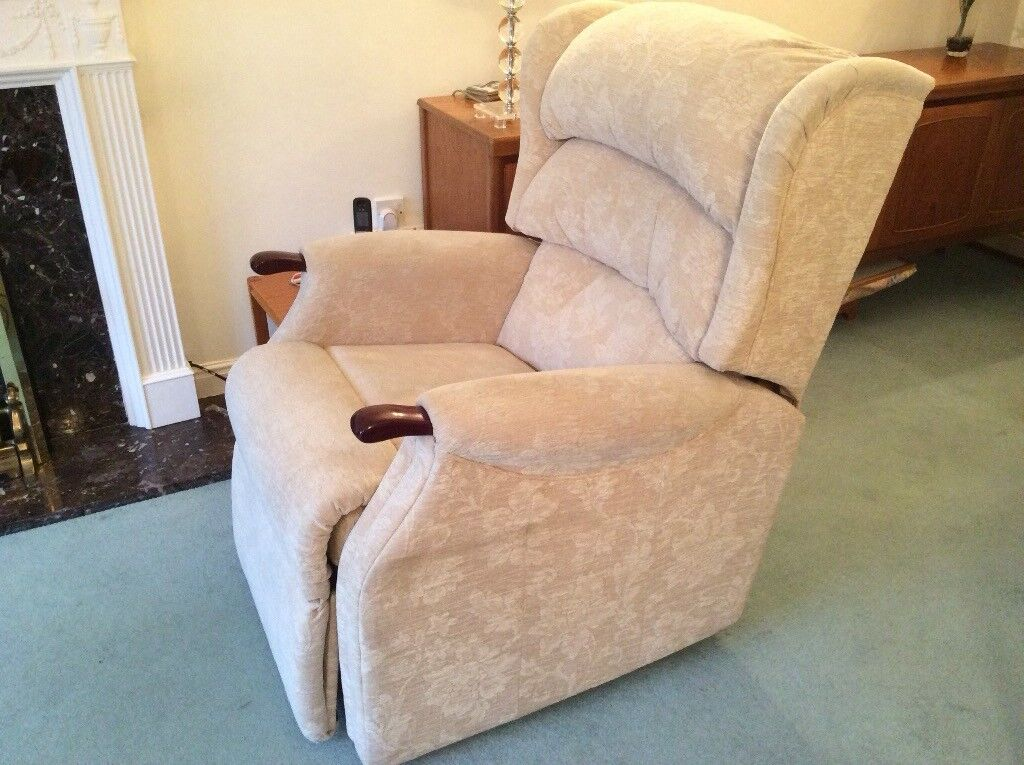 Hsl Linton Dual Motor Riser Recliner Chair In West