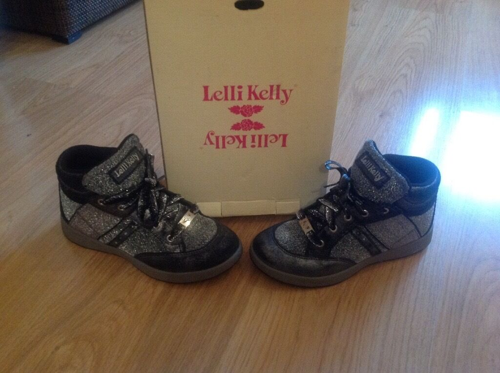Boots lelli Kelly size 1